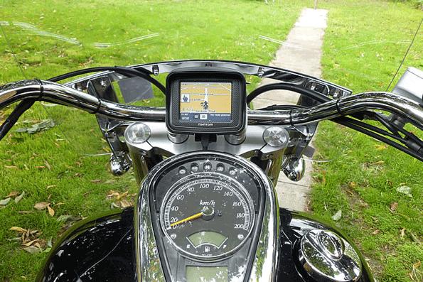 2010 - TomTom Urban Rider (kesztyűbarát érintőkijelző, motorosoknak szánt egyszerűsített menürendszer)